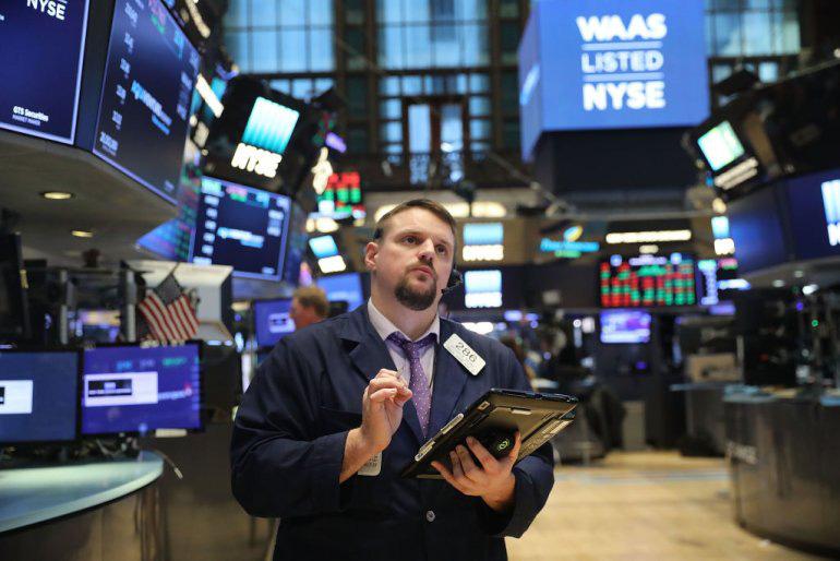 Loạt công ty chứng khoán Mỹ gặp sự cố trong phiên Dow Jones mất hơn 1.000 điểm, khách hàng...