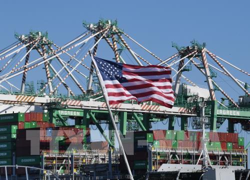 Dịch COVID-19 kìm hãm các lĩnh vực chế tạo và dịch vụ của Mỹ - Ảnh 1.