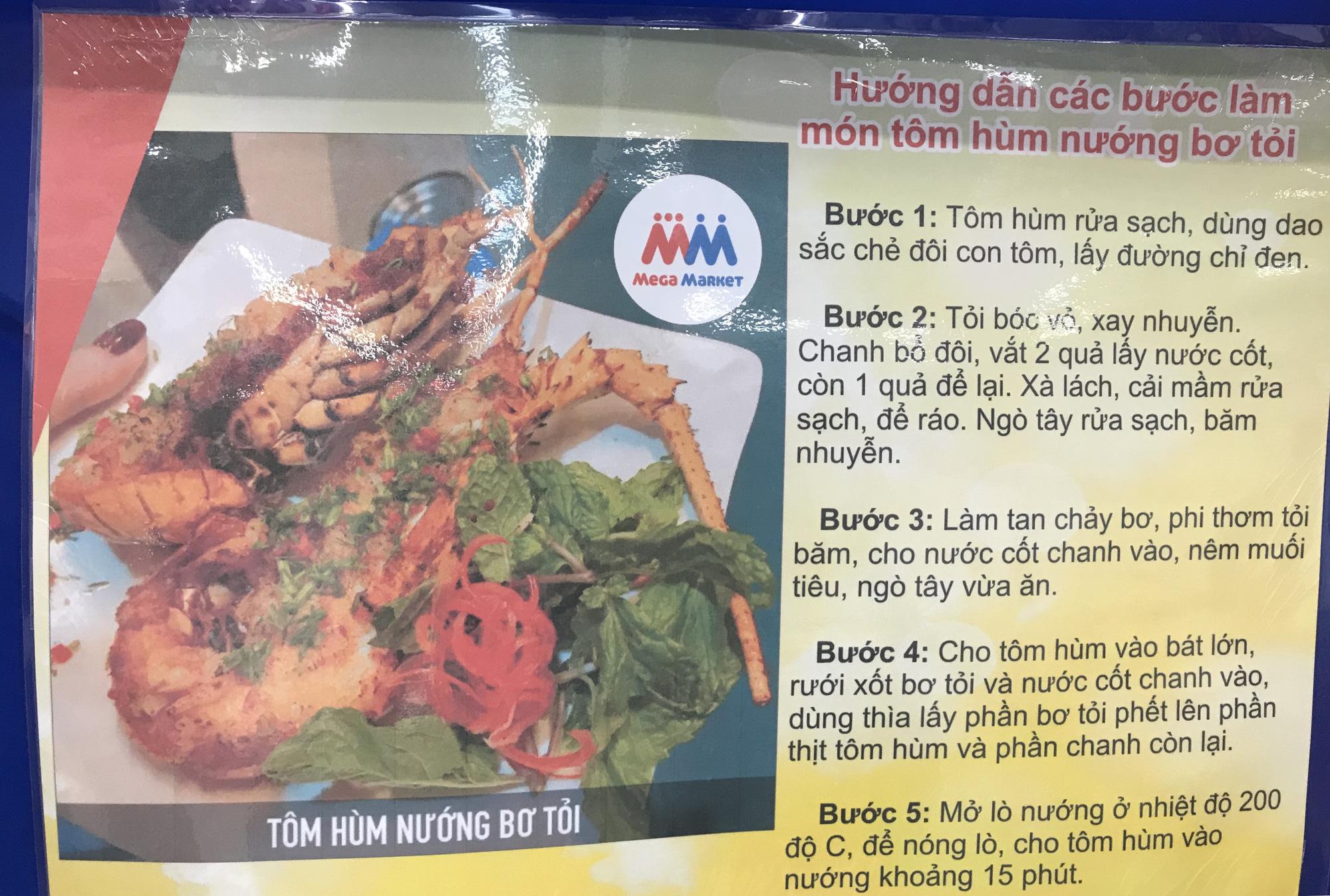 Cận cảnh giải cứu tôm hùm ở Sài Gòn, mới 9h sáng đã hết sạch, có siêu thị chế biến miễn phí cho khách ngay tại chỗ - Ảnh 14.