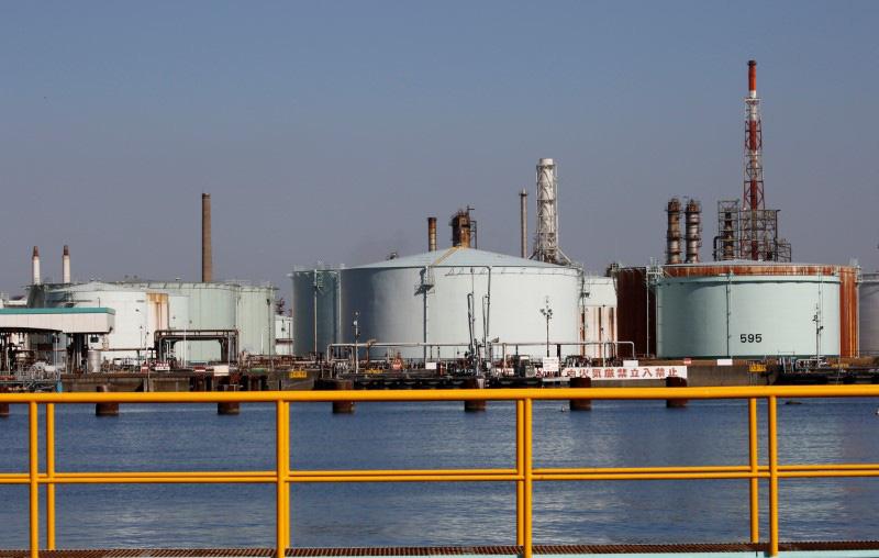 Giá xăng dầu tuần tới: Đà tăng của giá dầu trong tuần qua bị đe dọa bởi sự bất đồng giữa Nga và OPEC - Ảnh 1.
