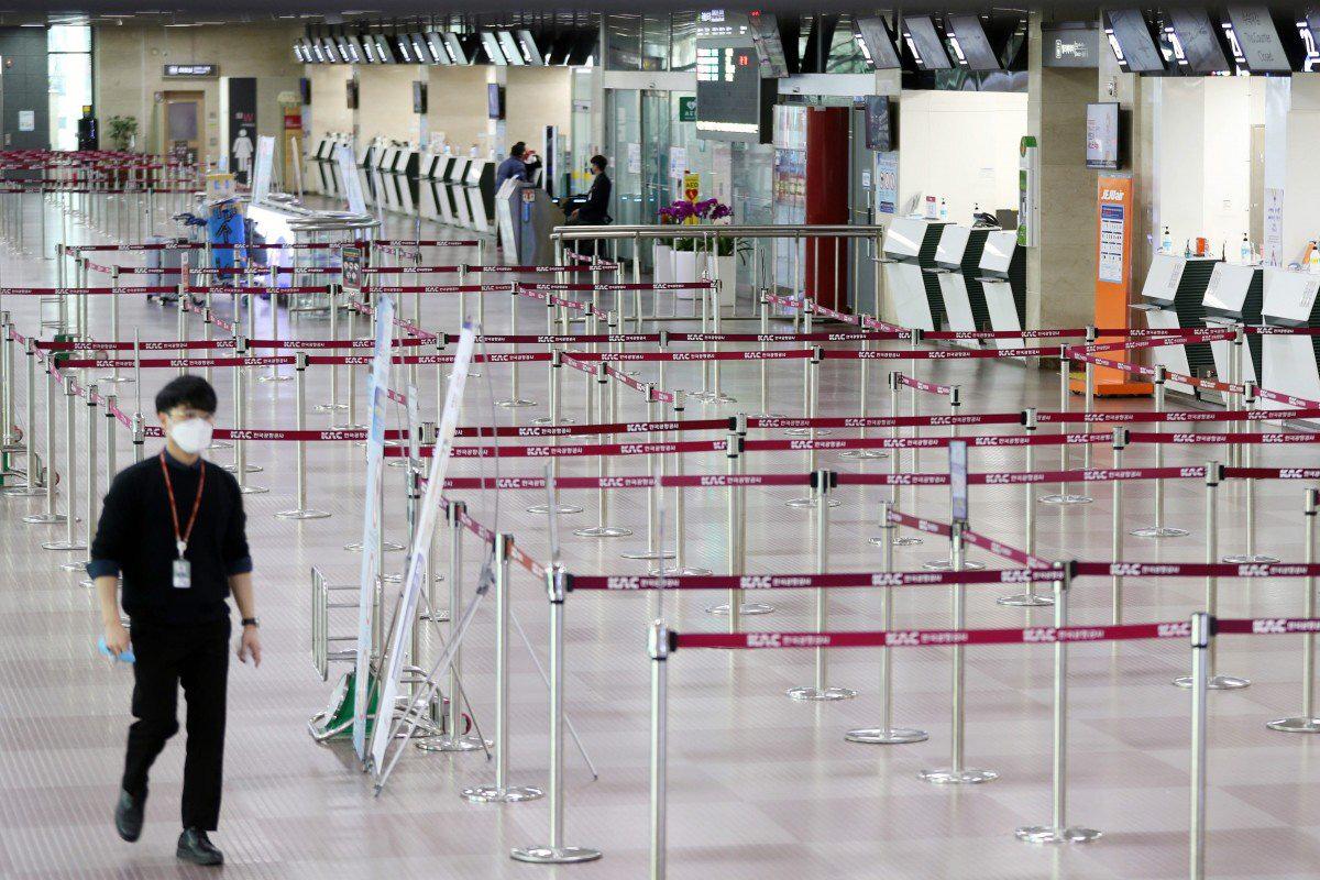 Giá vé máy bay từ Hàn Quốc đến Trung Quốc tăng vọt trong tình hình dịch Covid-19 - Ảnh 1.
