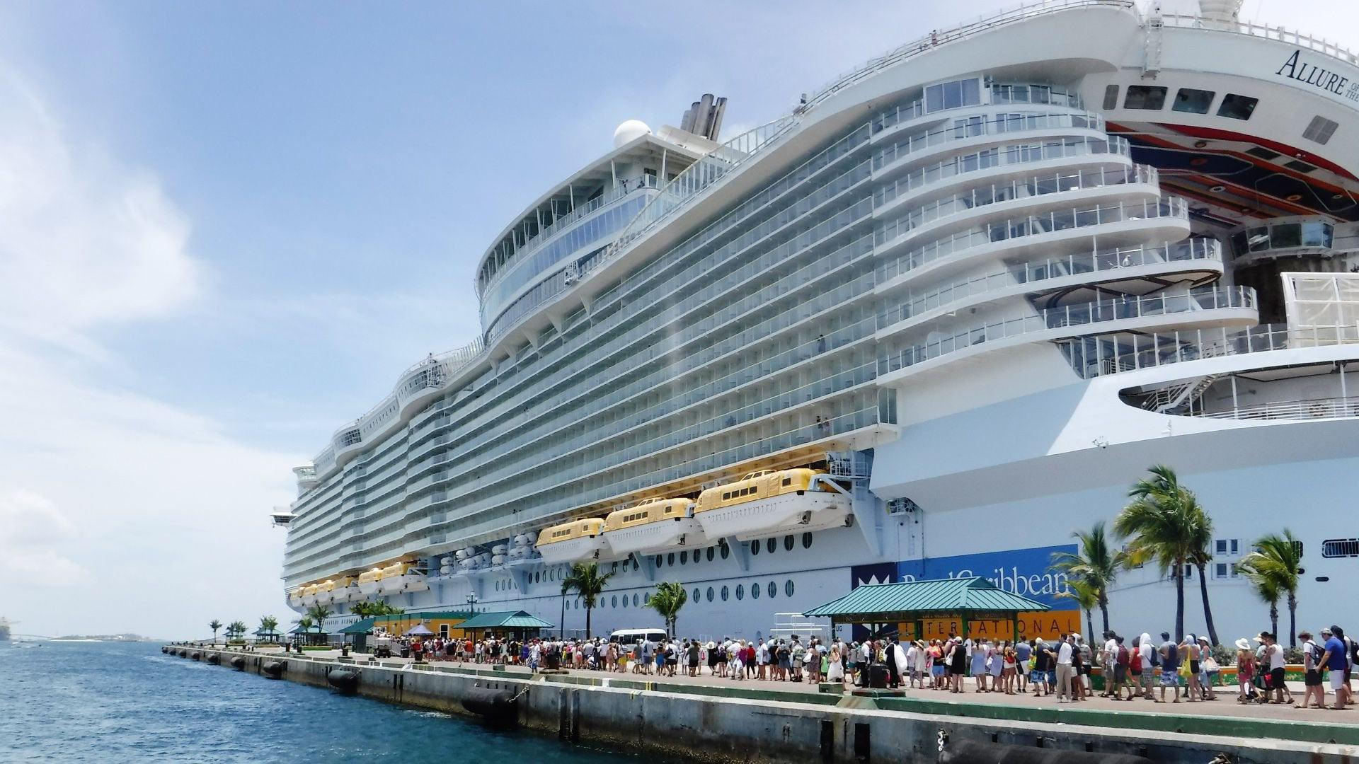Tàu thủy lưu trú du lịch (Cruise ship) là gì? Xếp hạng và yêu cầu chung - Ảnh 1.