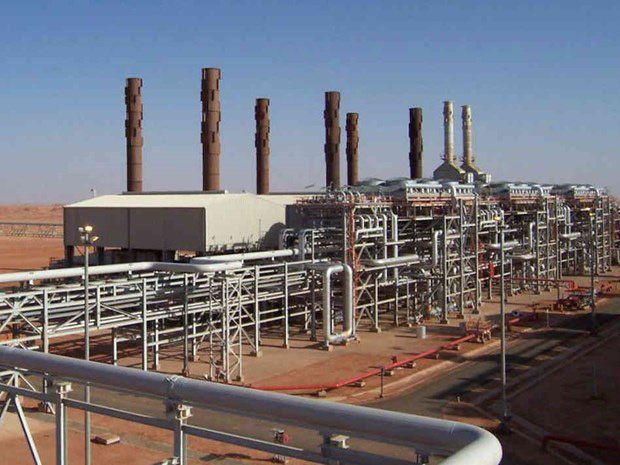 Algeria nâng cấp nhà máy lọc dầu để xuất khẩu nhiên liệu từ năm 2021 - Ảnh 1.