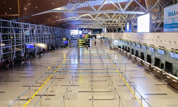 Hàng không Việt hụt thu 25.000 tỉ đồng vì Covid-19 - Ảnh 1.