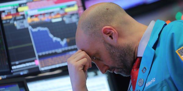 Chứng khoán Mỹ thêm một phiên đỏ lửa, Dow Jones mất hơn 800 điểm - Ảnh 2.