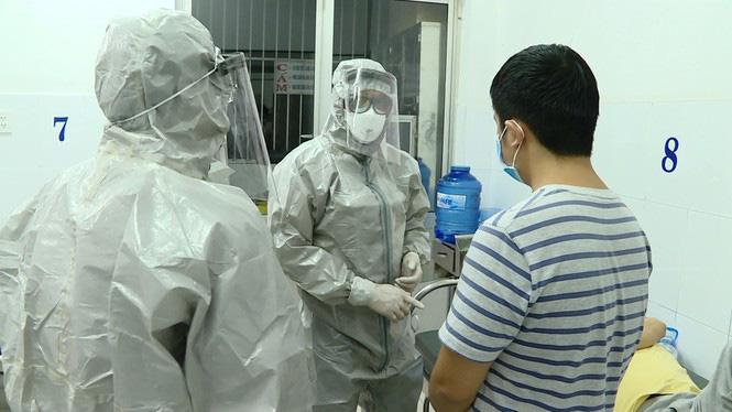 Hà Nội có 12 trường hợp từ Hàn Quốc về có biểu hiện sốt, ho, đã đưa vào viện cách li - Ảnh 1.