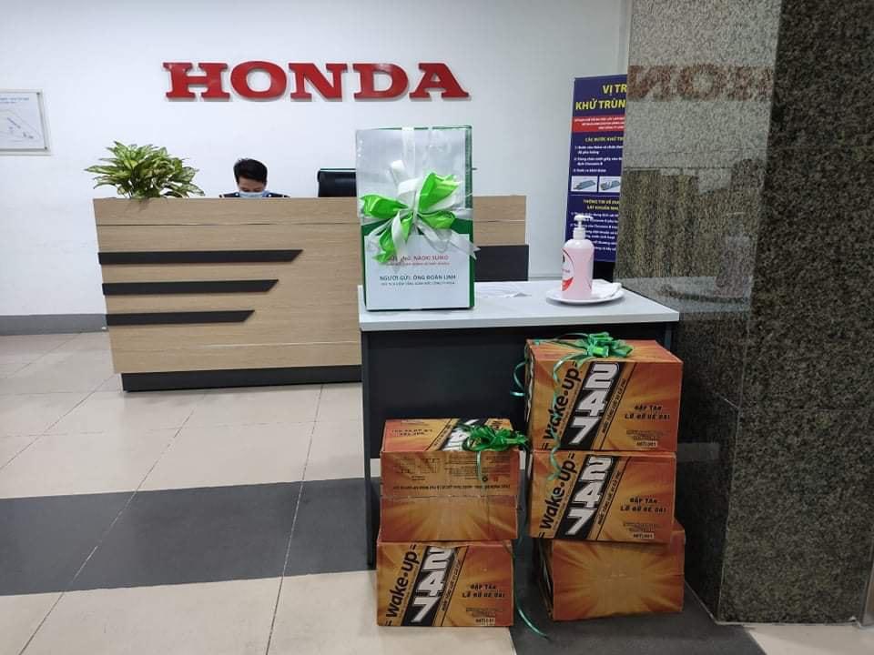 Món quà mà ông Đoàn Ngọc Linh tặng Honda Việt Nam kèm theo tâm thư về chân chống xe máy Honda. Ảnh: Đoàn Ngọc Linh