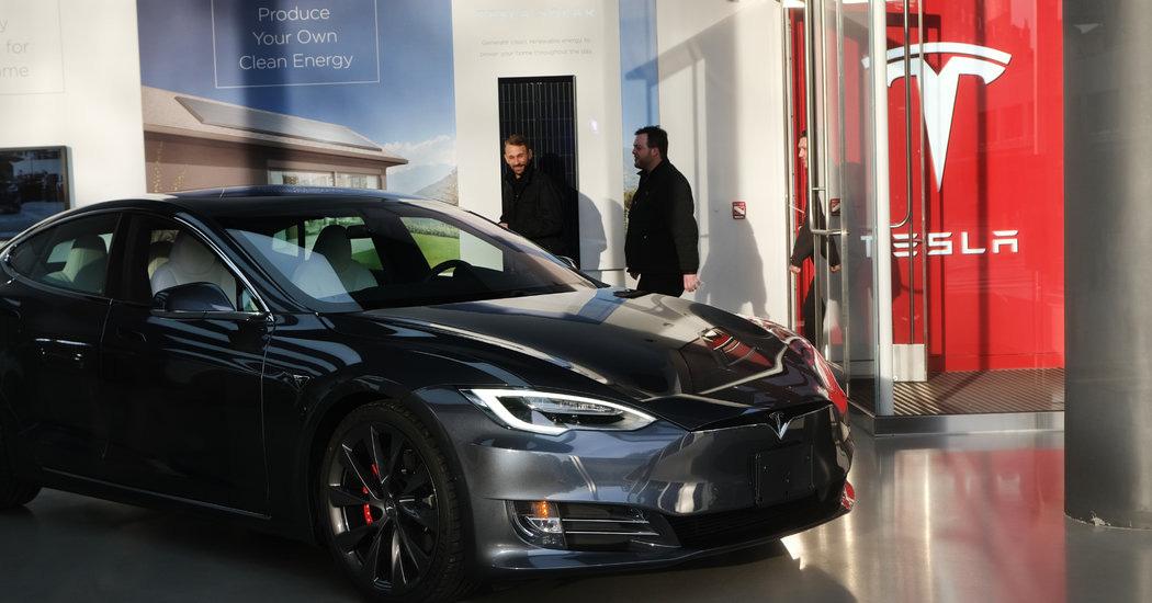 Giá cổ phiếu Tesla gợi liên tưởng đến bong bóng đầu cơ trong quá khứ - Ảnh 1.