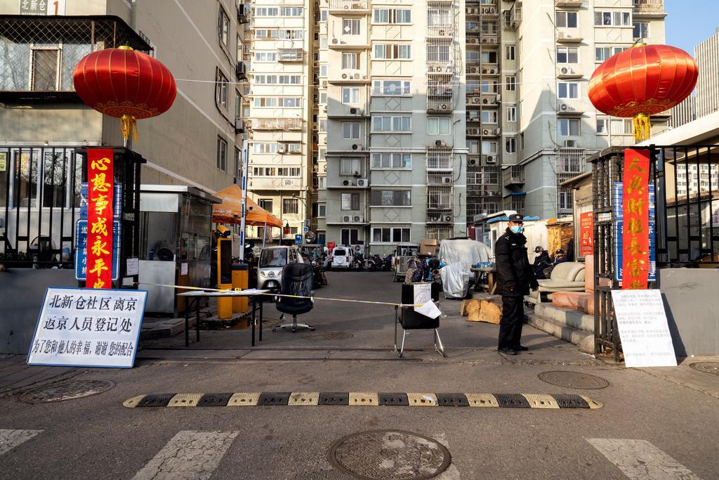 Sau Vũ Hán, Bắc Kinh cũng vắng bóng vì dịch virus corona - Ảnh 4.