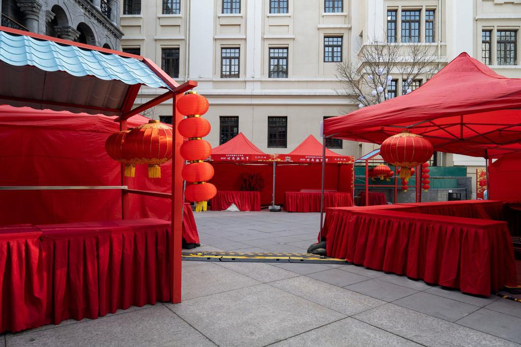 Sau Vũ Hán, Bắc Kinh cũng vắng bóng vì dịch virus corona - Ảnh 5.
