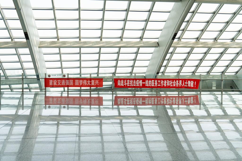 Sau Vũ Hán, Bắc Kinh cũng vắng bóng vì dịch virus corona - Ảnh 8.