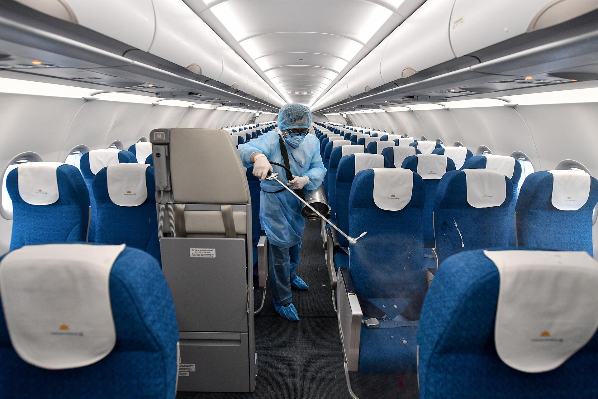 [Ảnh+Clip] Vietnam Airlines khử trùng máy bay phòng dịch virus corona - Ảnh 5.