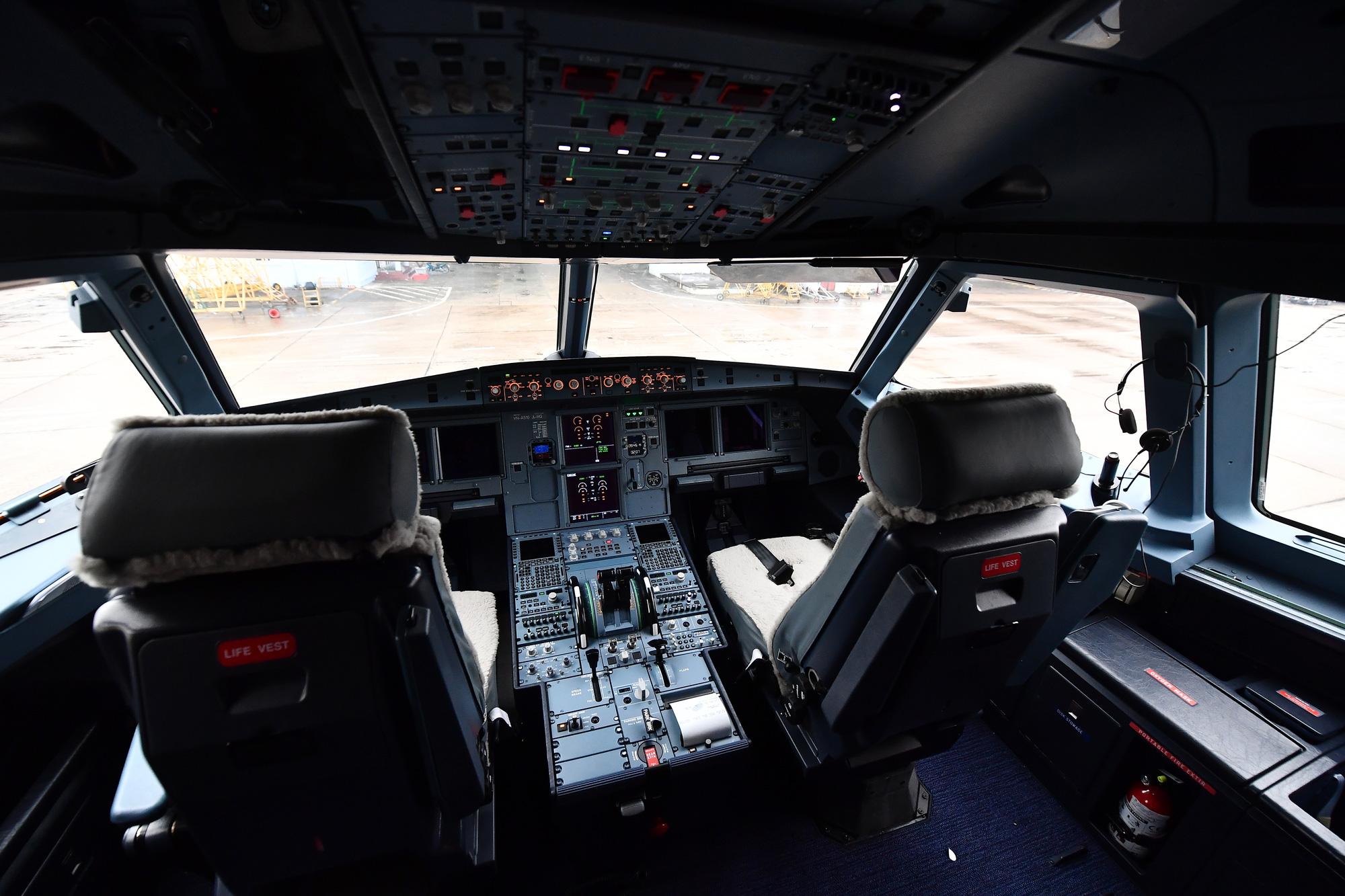 [Ảnh+Clip] Vietnam Airlines khử trùng máy bay phòng dịch virus corona - Ảnh 8.