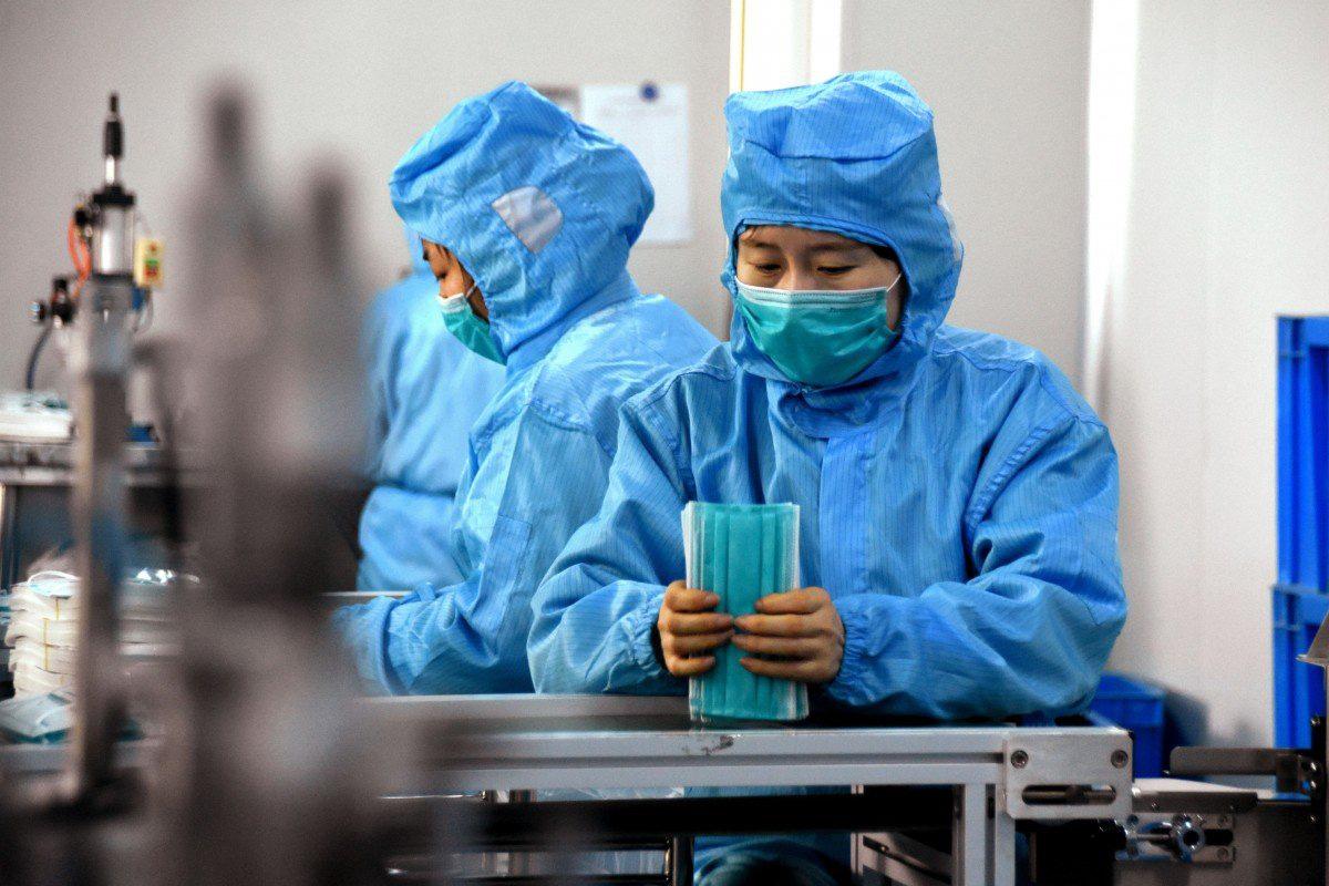 Dịch virus corona hiện nay đáng sợ vì tỉ lệ tử vong thấp hơn SARS, MERS hay Ebola - Ảnh 1.