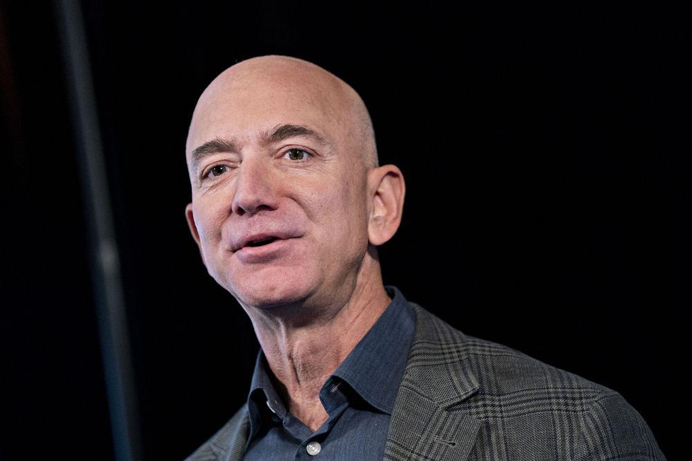 Jeff Bezos bán 3,45 tỉ USD cổ phiếu Amazon trong một tuần - Ảnh 1.
