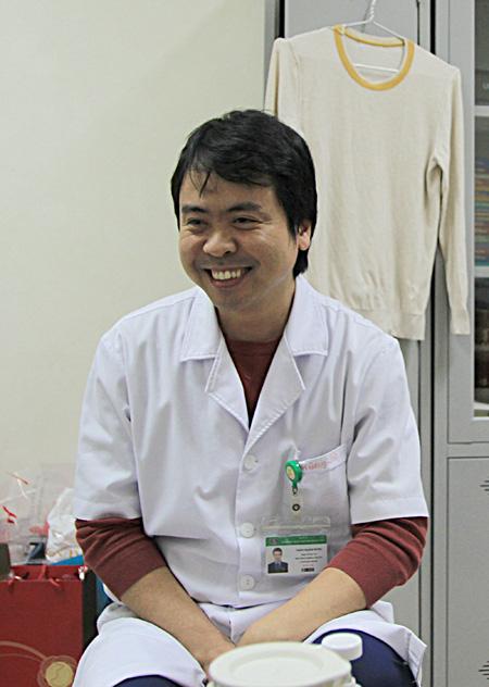 Những bác sĩ Việt giữa tâm dịch - Ảnh 1.