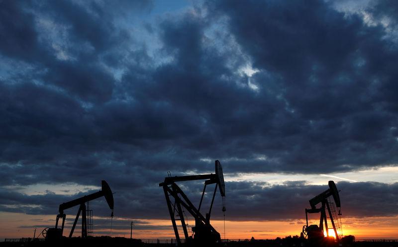 Giá xăng dầu tuần tới: Thị trường dầu mỏ trông chờ vào quyết định cắt giảm sản lượng bổ sung của OPEC - Ảnh 1.