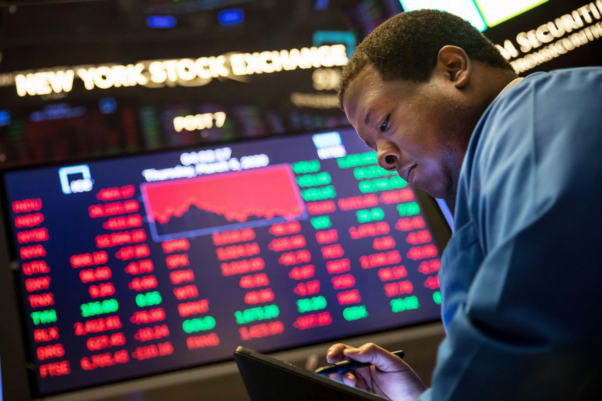 Hợp đồng tương lai dự báo Dow Jones tăng 530 điểm khi mở cửa  - Ảnh 1.
