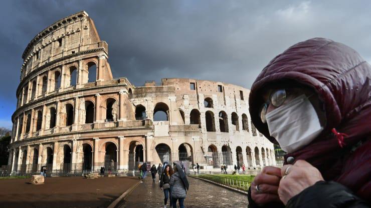 Italy phong tỏa toàn bộ đất nước để chống dịch COVID-19 - Ảnh 1.