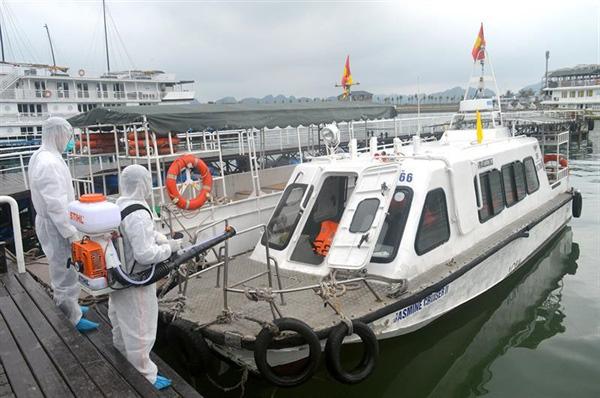 Dịch COVID-19 diễn biến phức tạp, Quảng Ninh tạm dừng đón khách tham quan từ 0h ngày 12/3 đến 0h ngày 27/3 - Ảnh 1.