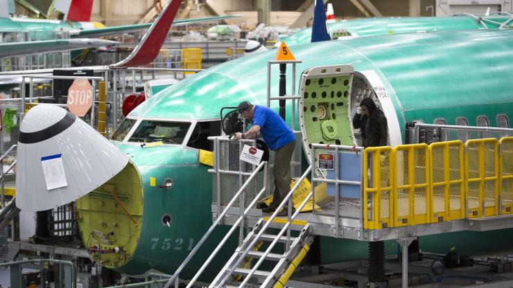 Boeing ngừng tuyển thêm nhân viên, tiết kiệm tiền để vượt qua khủng hoảng  - Ảnh 1.