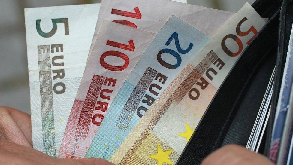 Tỷ giá đồng Euro hôm nay 13/3: Giá Euro ngân hàng giảm sâu - Ảnh 1.
