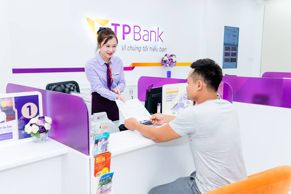 TPBank ủng hộ 5 tỉ đồng chung tay đẩy lùi COVID-19 - Ảnh 1.