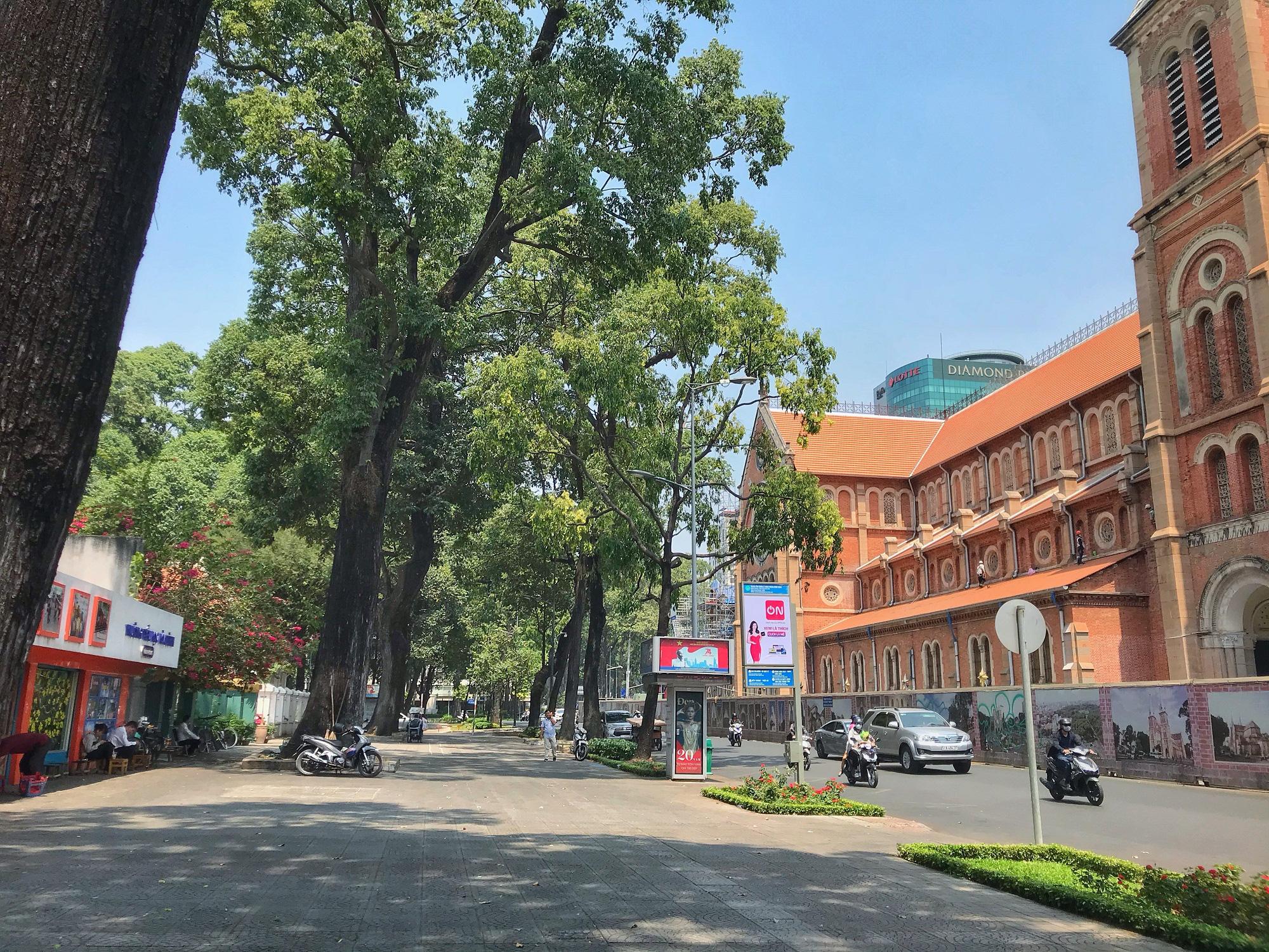 """Sài Gòn 16/3: Các điểm vui chơi, du lịch tham quan tại quận 1 """"vắng lặng"""" giữa mùa dịch Corona - Ảnh 4."""