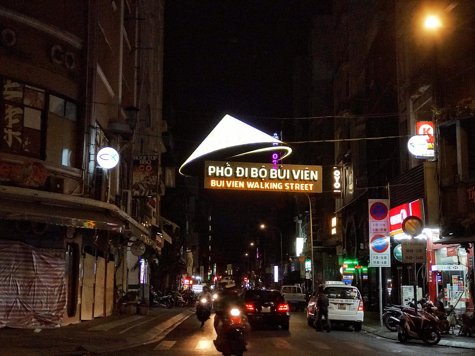 """Sài Gòn 16/3: Các điểm vui chơi, du lịch tham quan tại quận 1 """"vắng lặng"""" giữa mùa dịch Corona - Ảnh 7."""