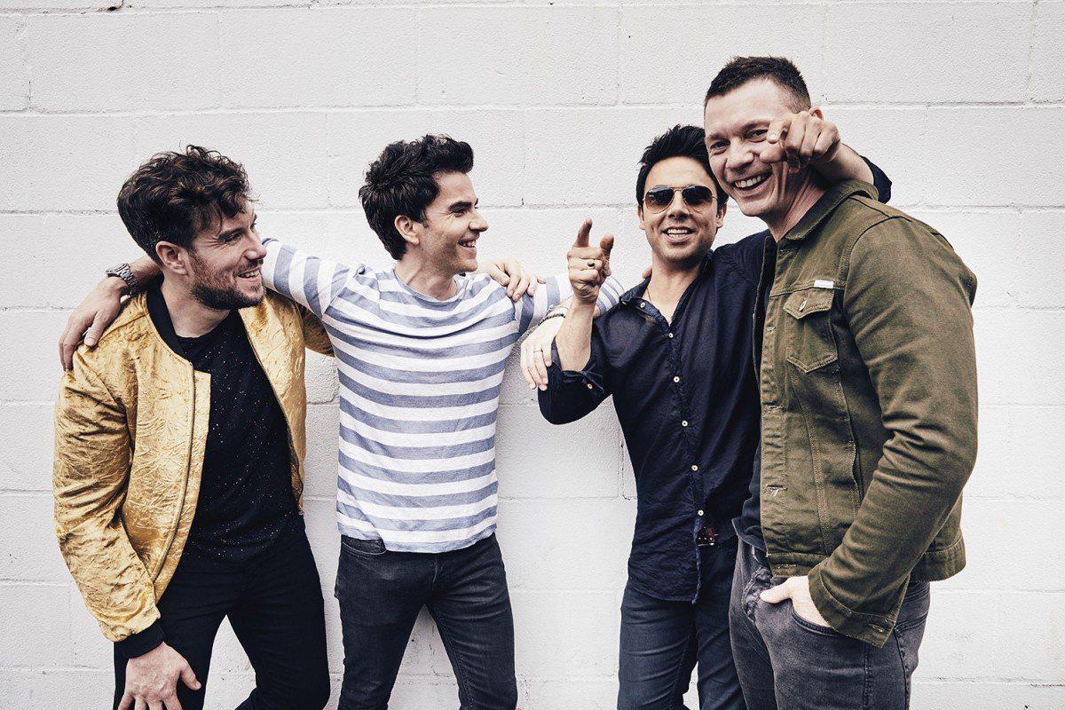 Cư dân mạng Trung Quốc sốc khi ban nhạc xứ Wales tổ chức liên tục ba show diễn tại Anh bất chấp dịch COVID-19 - Ảnh 1.