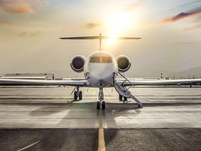 Chi tiền thuê máy bay riêng, giới siêu giàu vẫn kẹt tại tâm dịch - Ảnh 1.