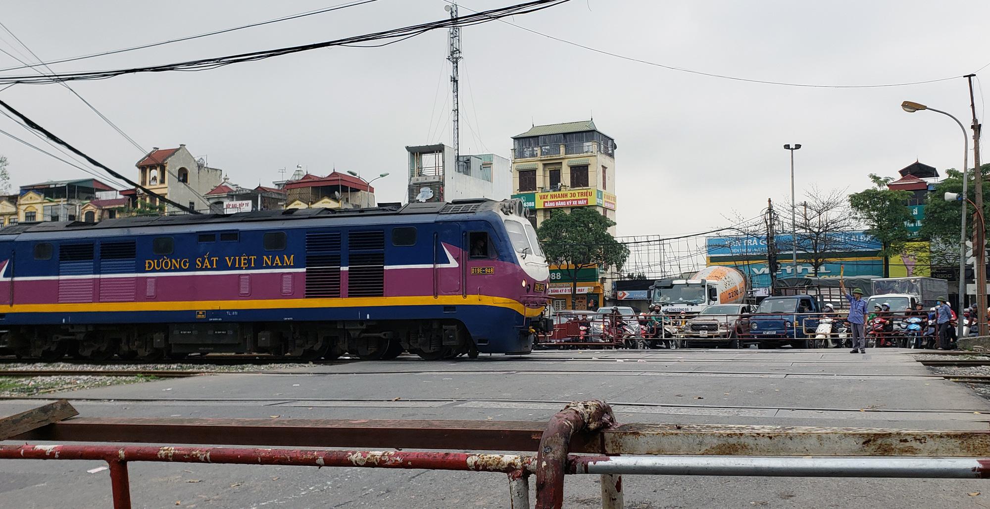 Bộ GTVT lên tiếng việc đầu tư mới đường sắt Hà Nội - Lào Cai - Ảnh 1.