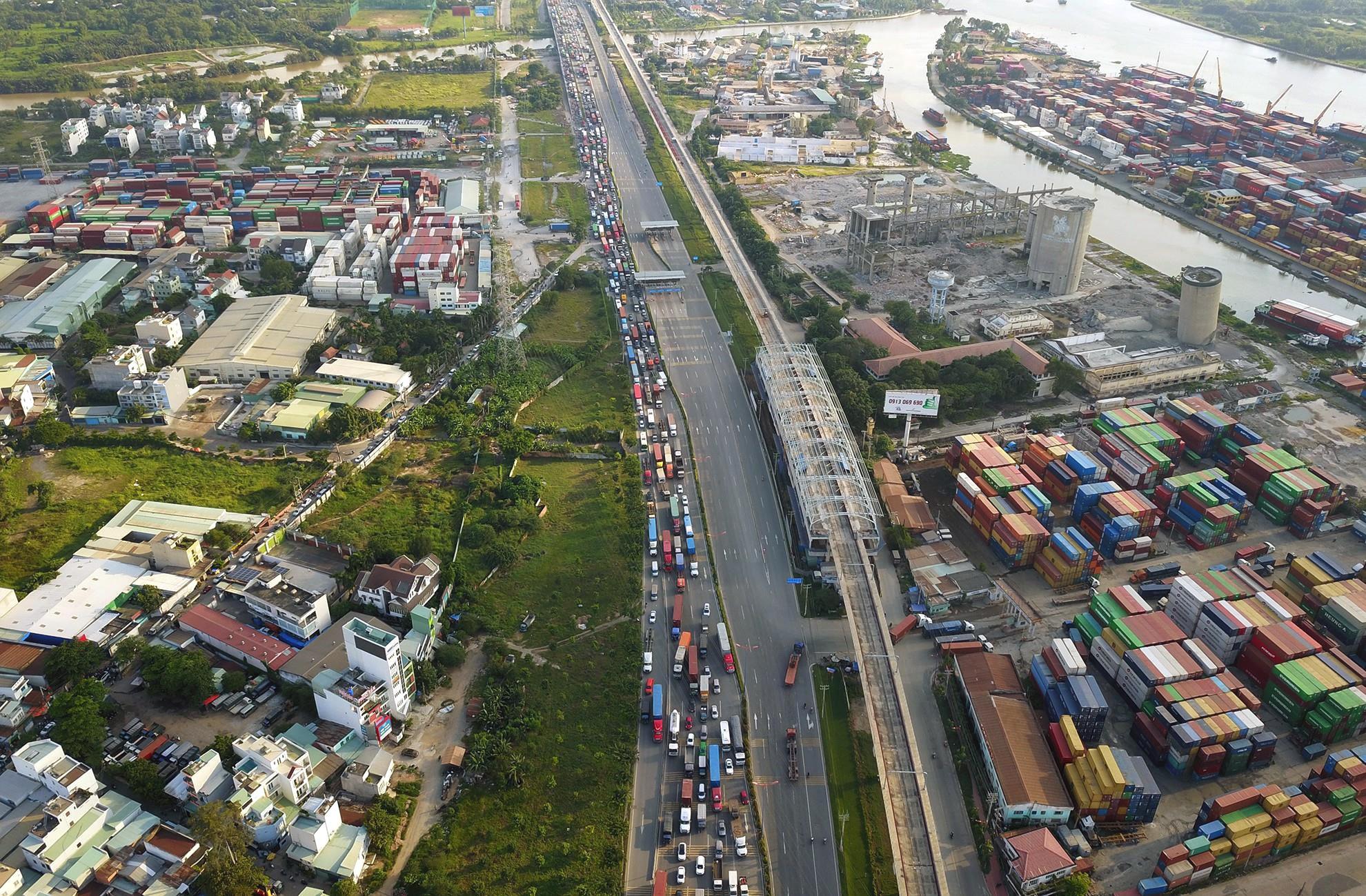TP HCM kéo dài thời gian hoạt động 5 cảng thủy nội địa của khu cảng Trường Thọ đến năm 2022 - Ảnh 1.