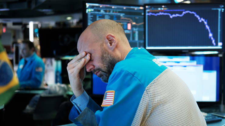 Trái ngược với đám đông, một số nhà đầu tư mong rằng thị trường chứng khoán sẽ tiếp tục sợ hãi COVID-19 - Ảnh 1.