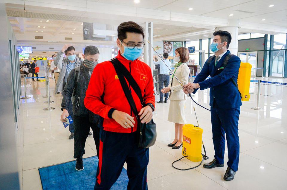 Bamboo Airways phun khử trùng cho hành khách trước khi lên máy bay và tạm dừng cấp thẻ cứng Bamboo Club - Ảnh 1.