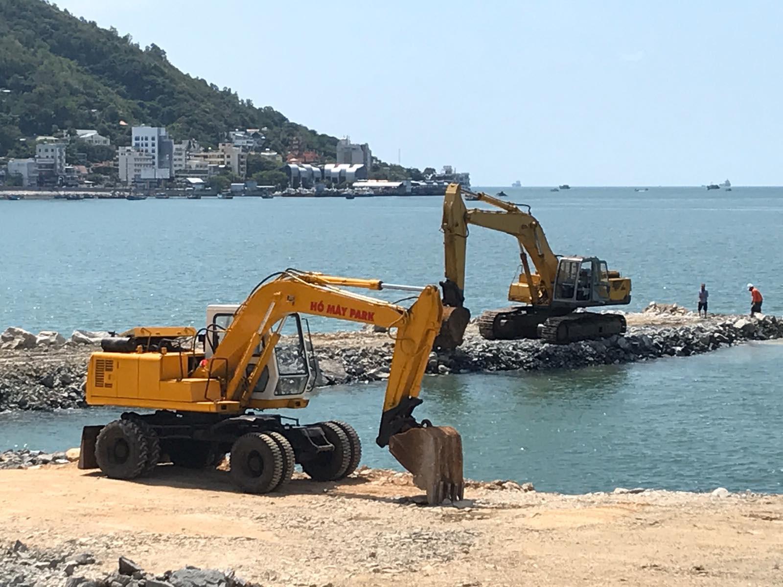 Dự án lấn biển từng gây tranh cãi: Vũng tàu cho phép tiếp tục nhưng không xây tòa nhà 23 tầng - Ảnh 1.