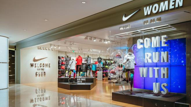 Nike ủng hộ 15 triệu USD, vẫn trả lương đủ cho nhân viên khi đóng cửa - Ảnh 1.