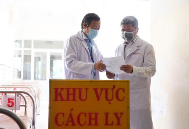 Thứ trưởng Bộ Y tế: 2 nữ điều dưỡng mắc COVID-19 không phải do lây nhiễm chéo, 248 nhân viên y tế có kết quả âm tính - Ảnh 1.