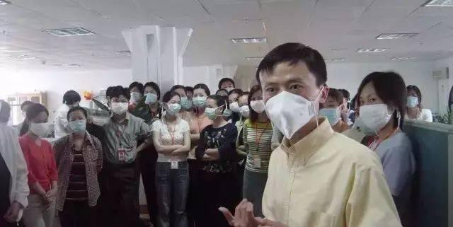 Jack Ma và đội ngũ của mình trong khủng hoảng SARS năm 2003. Ảnh: Sohu