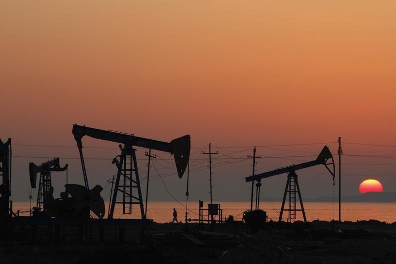 Giá xăng dầu tuần tới: Thị trường hỗn loạn khi chưa có một tín hiệu tích cực cứu lấy ngành dầu - Ảnh 1.