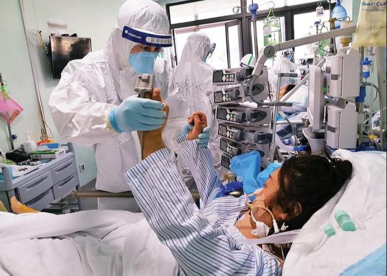 PGĐ Bệnh viện Bạch Mai: Trong bệnh viện có hai ổ dịch, bệnh nhân 162 có thể đã nhiễm trong cộng đồng từ trước - Ảnh 1.