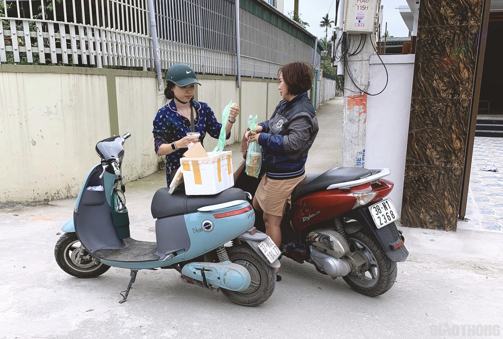 Du lịch 'chết lâm sàng', nữ giám đốc bán bánh kiếm tiền rau cá qua ngày - Ảnh 3.