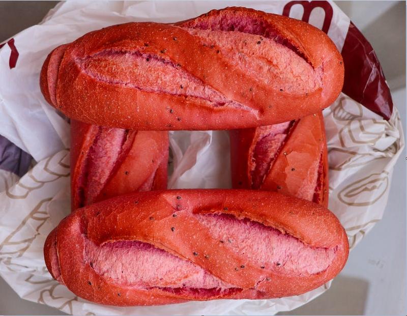 Bánh mì thanh long của Việt Nam được Business Insider nhận xét là rất ngon và đẹp mắt. Ảnh: Business Insider