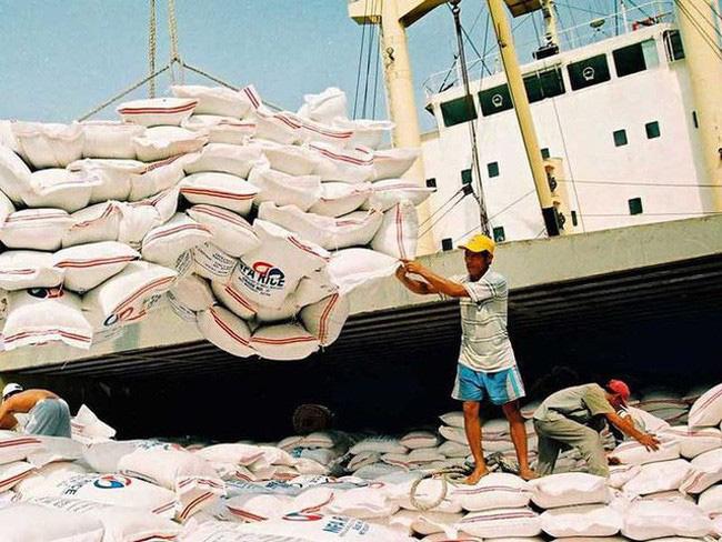 Xuất khẩu nông sản sang Trung Quốc ấm dần sau cao điểm dịch COVID-19 ở Vũ Hán - Ảnh 2.