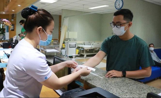 TP HCM: Người dân phải khai báo y tế khi đến bệnh viện - Ảnh 3.
