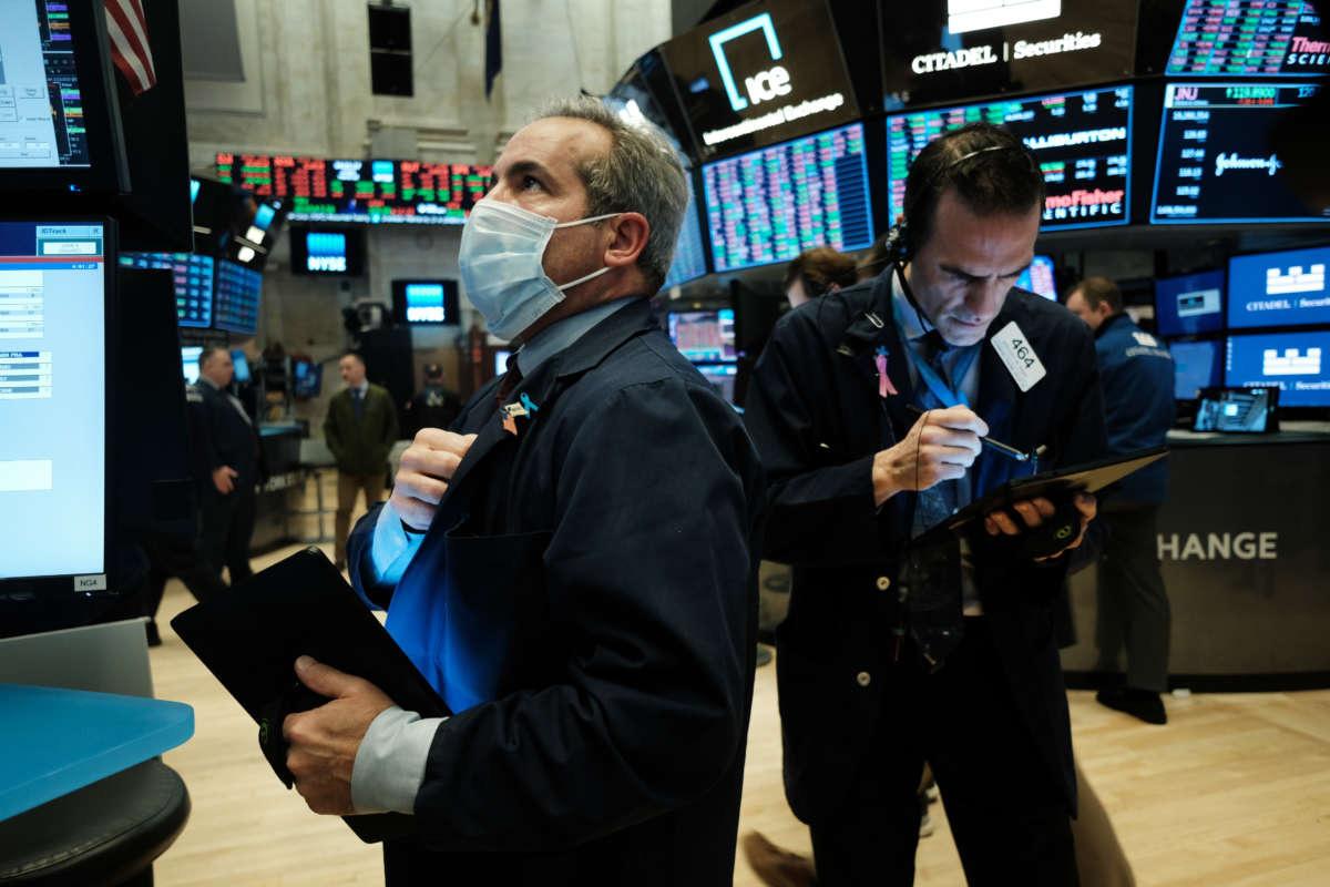 Dow Jones sụt hơn 900 điểm, chứng khoán Mỹ chưa thể thoát khỏi thị trường gấu - Ảnh 1.