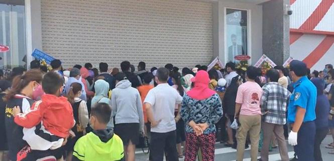 Bất chấp dịch COVID-19, siêu thị ở Quảng Ngãi vẫn tưng bừng khai trương - Ảnh 1.