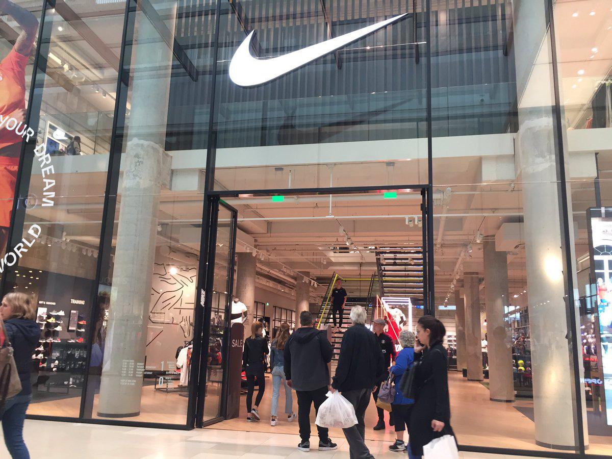 Chuyện lạ thời COVID-19: Doanh số của Nike vẫn vượt kì vọng, nhưng lợi nhuận ròng giảm - Ảnh 1.