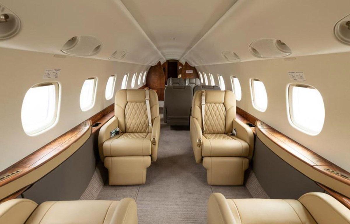 Nhà giàu Trung Quốc chi hơn 20.000 USD cho một vé máy bay chạy khỏi Mỹ - Ảnh 1.
