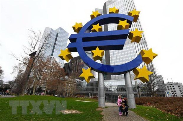 S&P cảnh báo nguy cơ kinh tế Anh và Eurozone suy thoái - Ảnh 1.